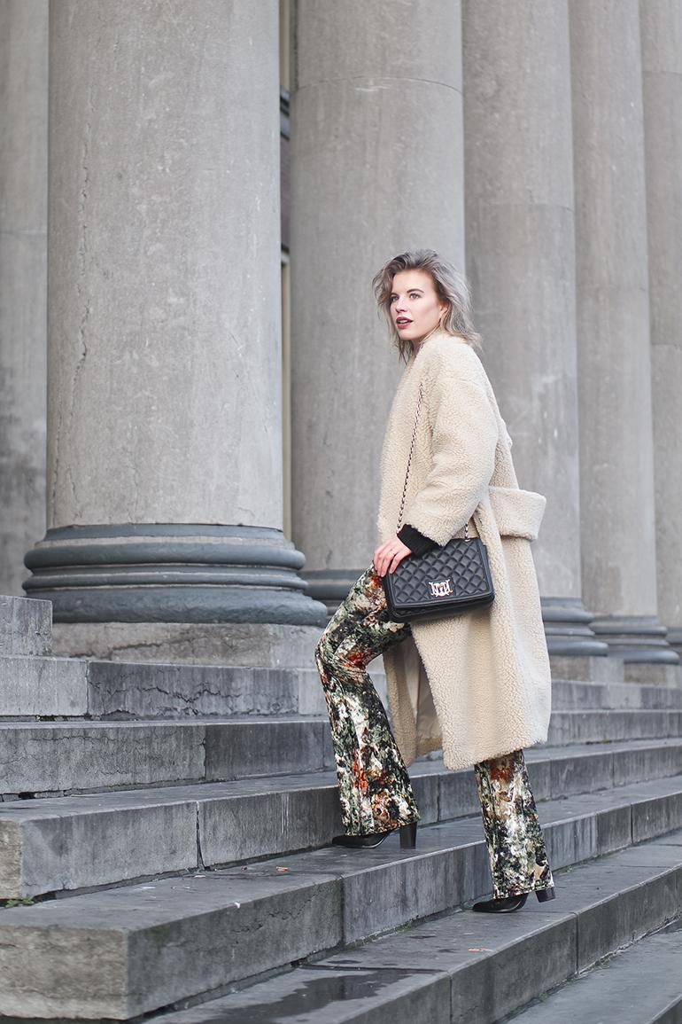 RED REIDING HOOD: Fashion blogger wearing flared velvet trousers monki teddy coat outfit