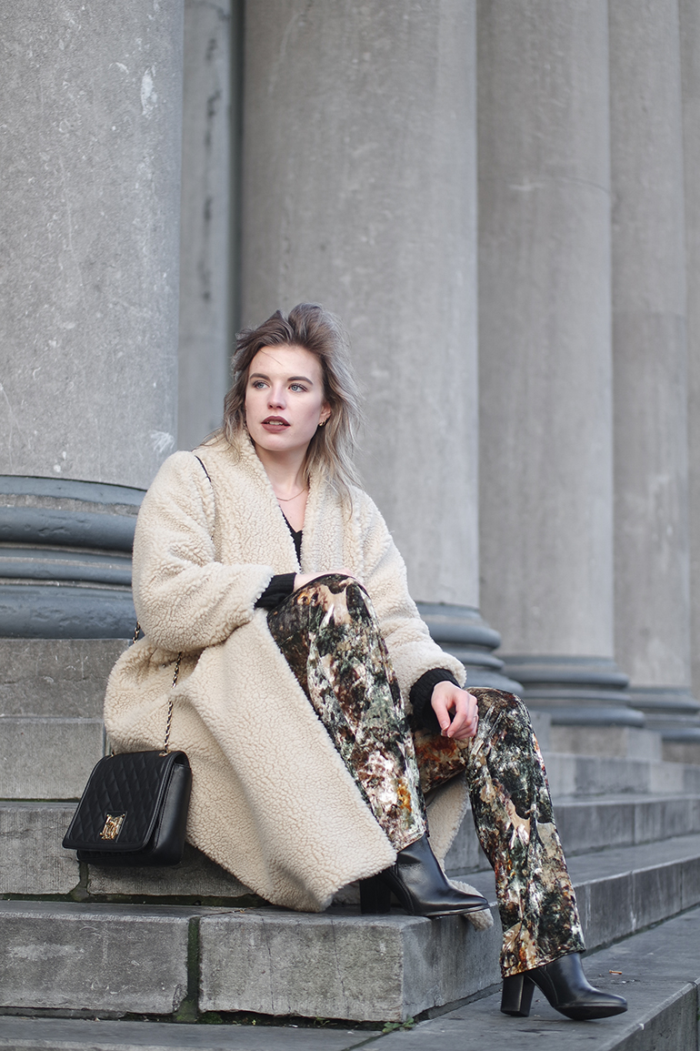 RED REIDING HOOD: Fashion blogger wearing monki teddy coat outfit flared velvet trousers the darling amsterdam