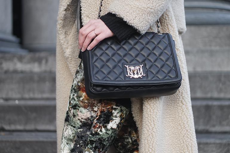 RED REIDING HOOD: Fashion blogger wearing Love Moschino bag