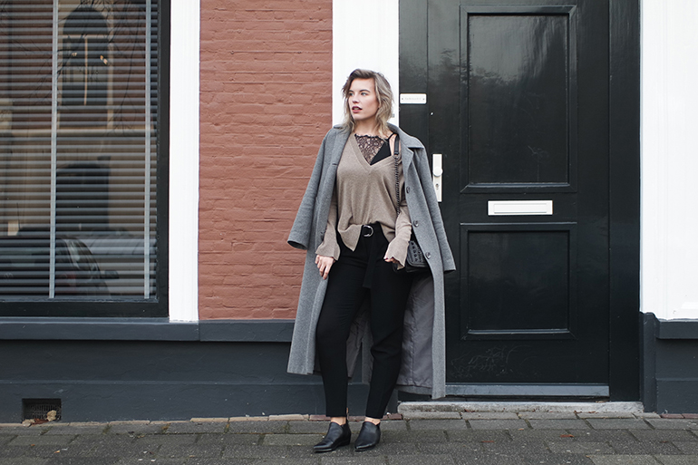RED REIDING HOOD: Fashion blogger wearing D-ring trousers cashmere V-neck sweater long grey coat outfit