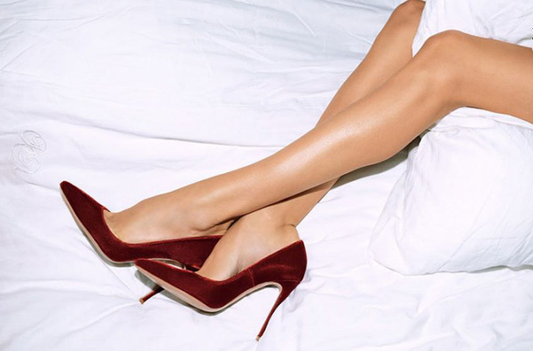 RED REIDING HOOD: legs bed heels