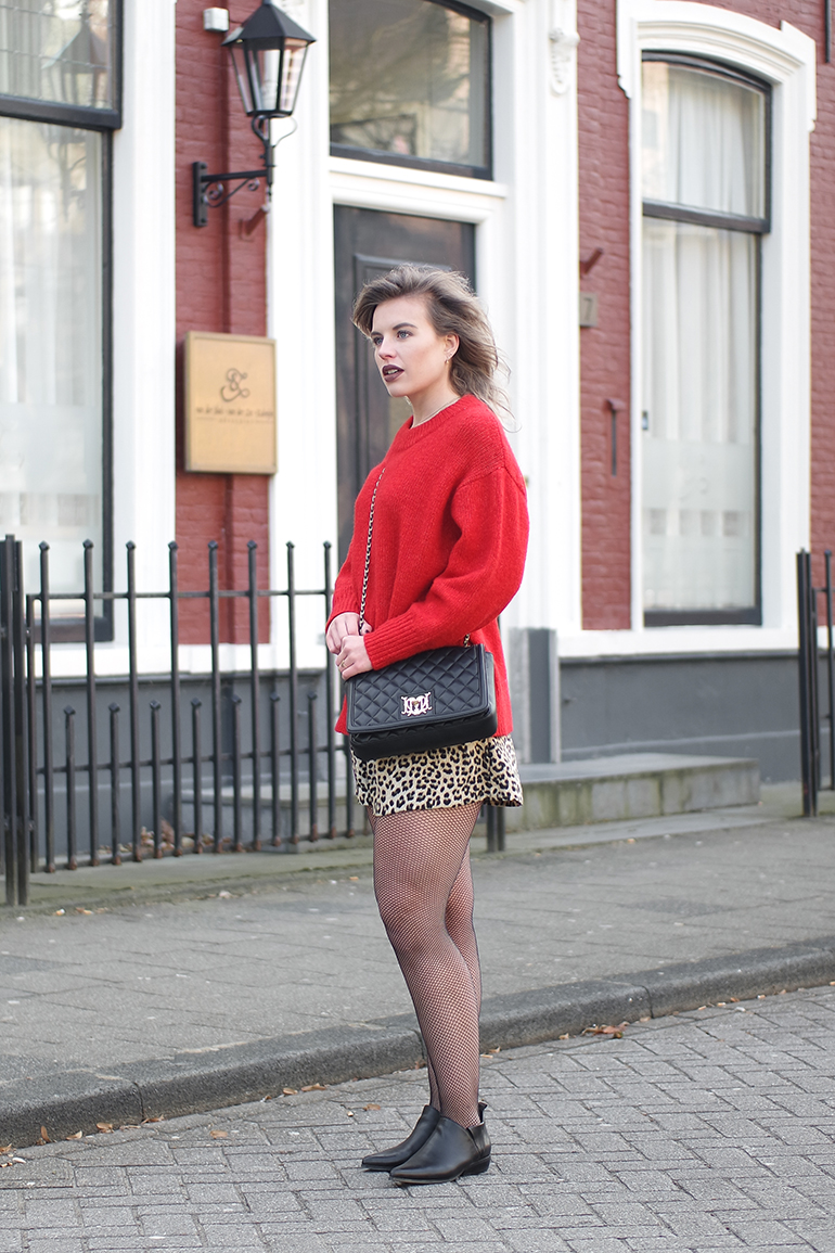 RED REIDING HOOD: Fashion blogger wearing leopard bermuda zara shorts red jumper fishnet tights