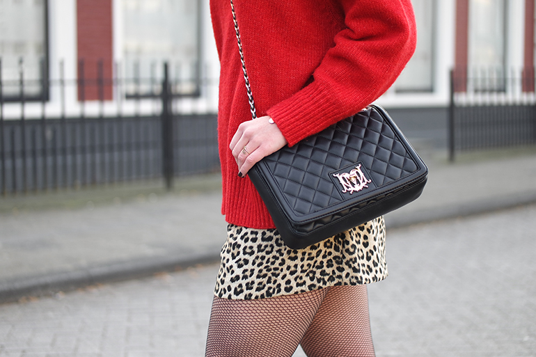 RED REIDING HOOD: Fashion blogger wearing moschino bag outfit leopard shorts