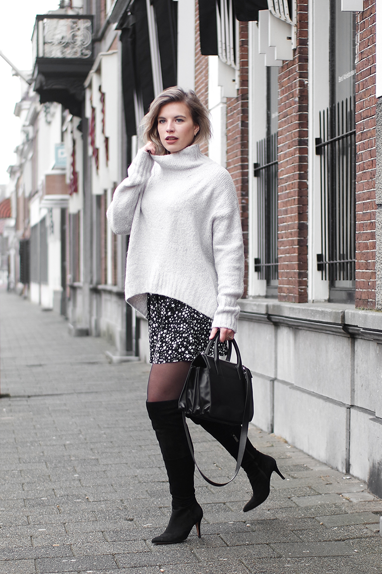RED REIDING HOOD: Fashion blogger wearing star print shorts Zara OTK boots turtleneck outfit