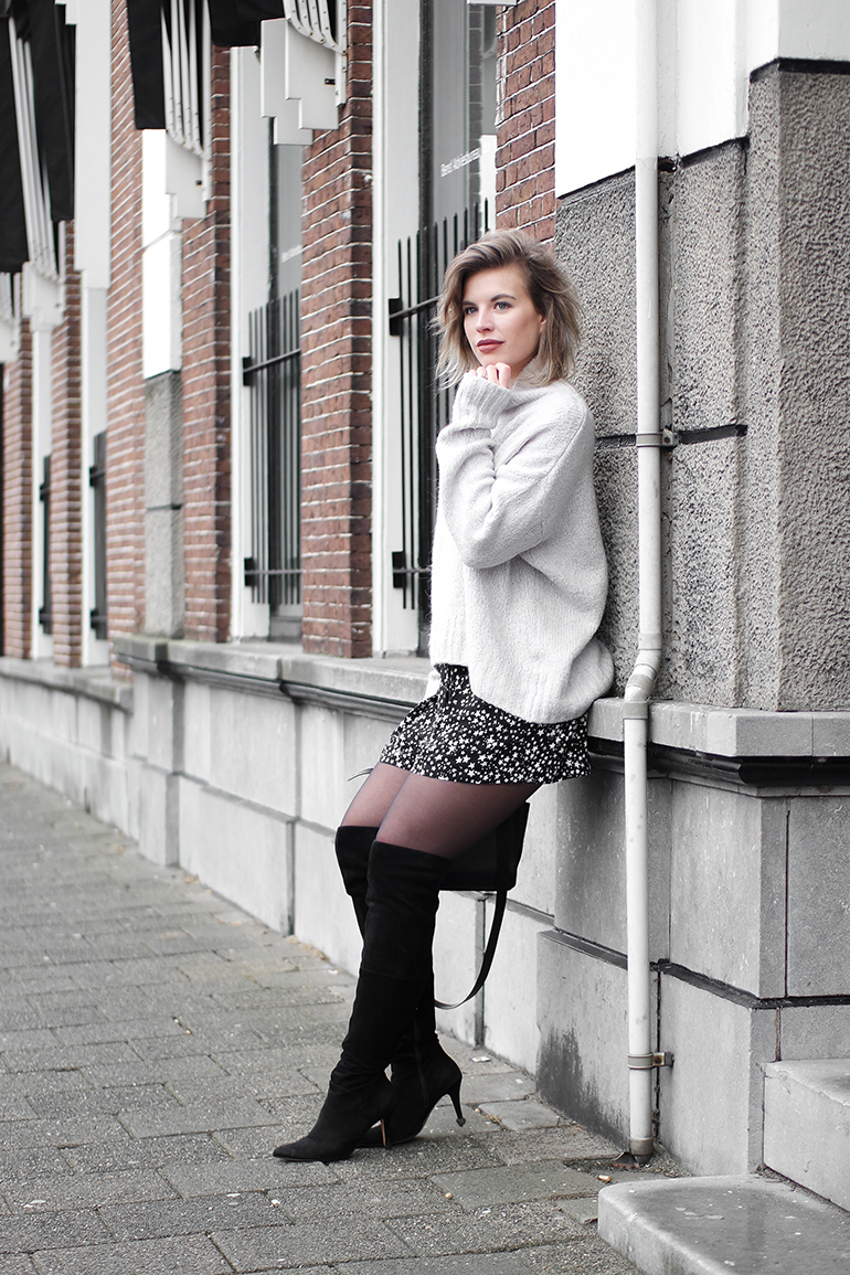 RED REIDING HOOD: Fashion blogger wearing over the knee boots high waist shorts star print bermuda Zara