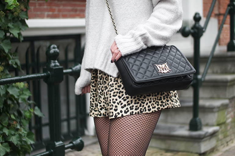 RED REIDING HOOD: Fashion blogger wearing leopard print shorts skirt Zara love moschino bag fishnet tights