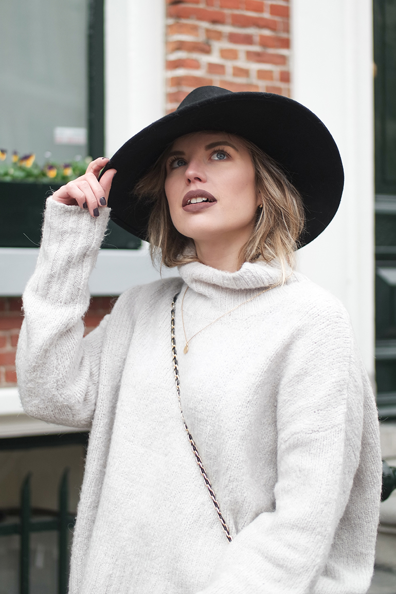 RED REIDING HOOD: Fashion blogger wearing H&M New Icons hat outfit turtleneck jumper