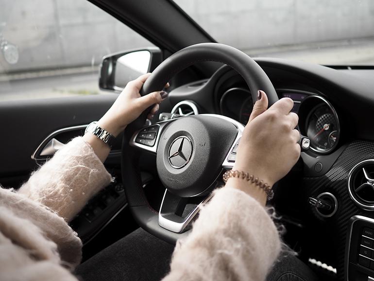 RED REIDING HOOD: Fashion blogger Merecedes-Benz Amsterdam Fashion Week fashionable drive star