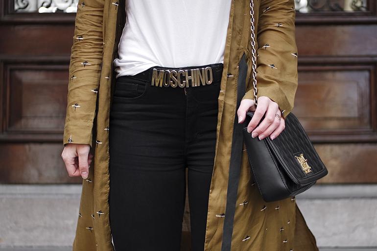 RED REIDING HOOD: Fashion blogger wearing Moschino bag outfit Sissy-Boy kimono