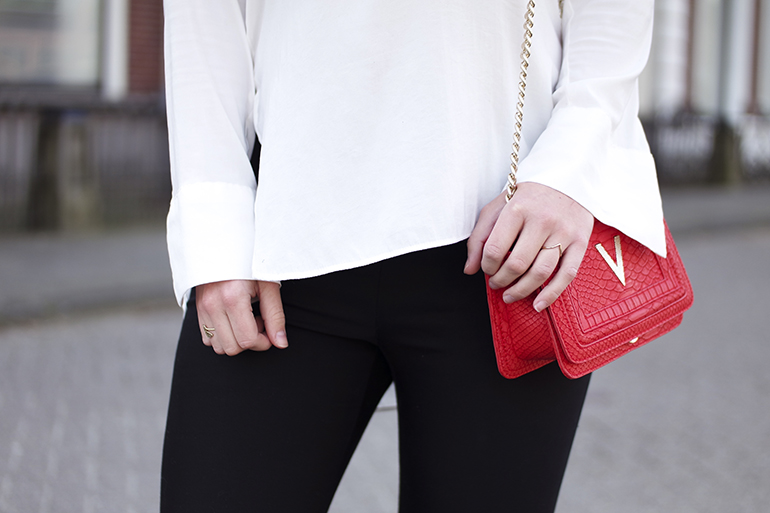 RED REIDING HOOD: Fashion blogger wearing red Valentino bag Duifhuizen