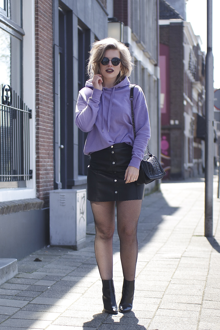 RED REIDING HOOD: Fashion blogger wearing lilac sweater leather a-line skirt outfit fishnet tights