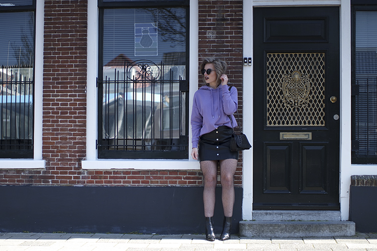 RED REIDING HOOD: Fashion blogger wearing fishnet tights outfit a-line leather skirt lilac hoodie